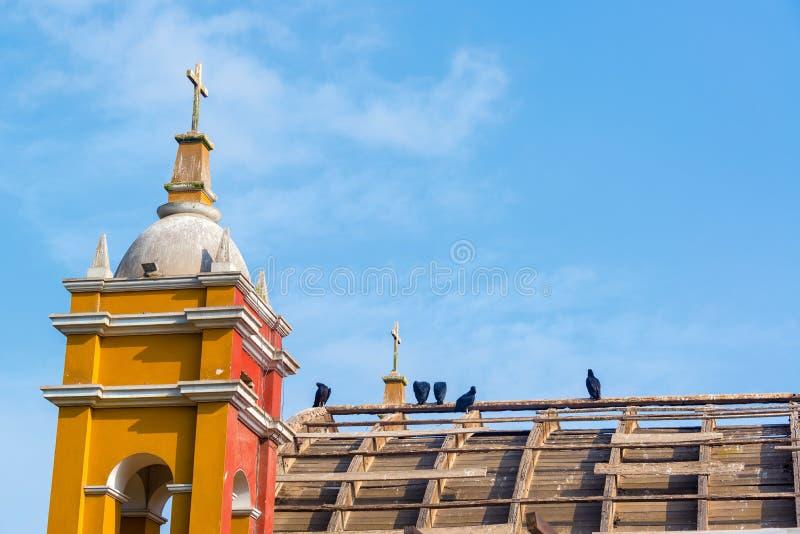 Download Verlaten Kerk In Lima, Peru Stock Foto - Afbeelding bestaande uit rood, zuiden: 54089700