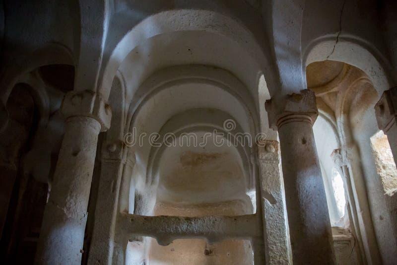 Verlaten krijtachtig ondergronds holklooster, ondergrondse kerk in Kalach, Voronezh-gebied royalty-vrije stock foto
