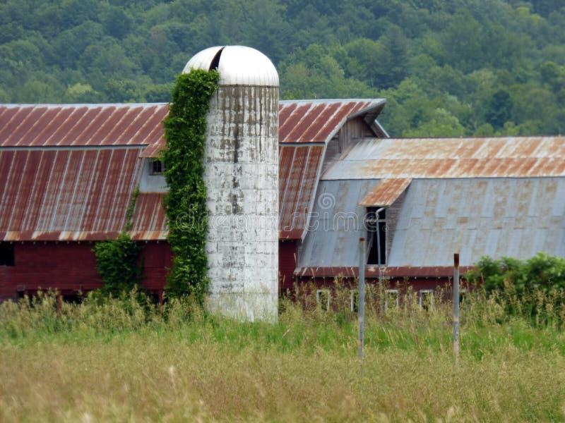 Verlaten landbouwbedrijf stock afbeeldingen