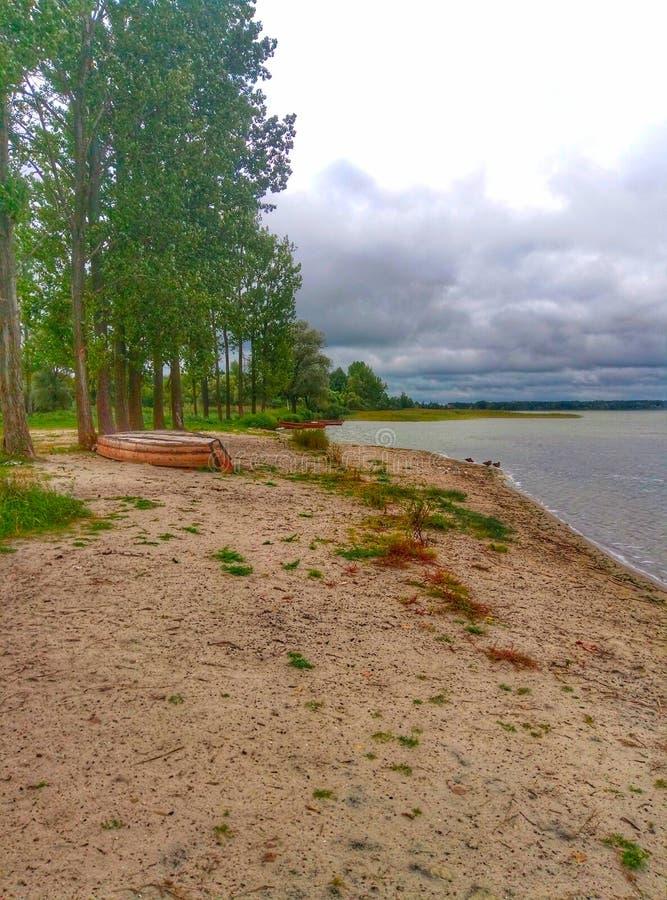 Verlaten meerkust bij Shatsky-meren in de Oekraïne stock afbeeldingen