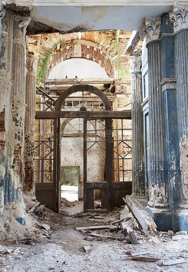 Verlaten Middeleeuwse Kerk stock foto's