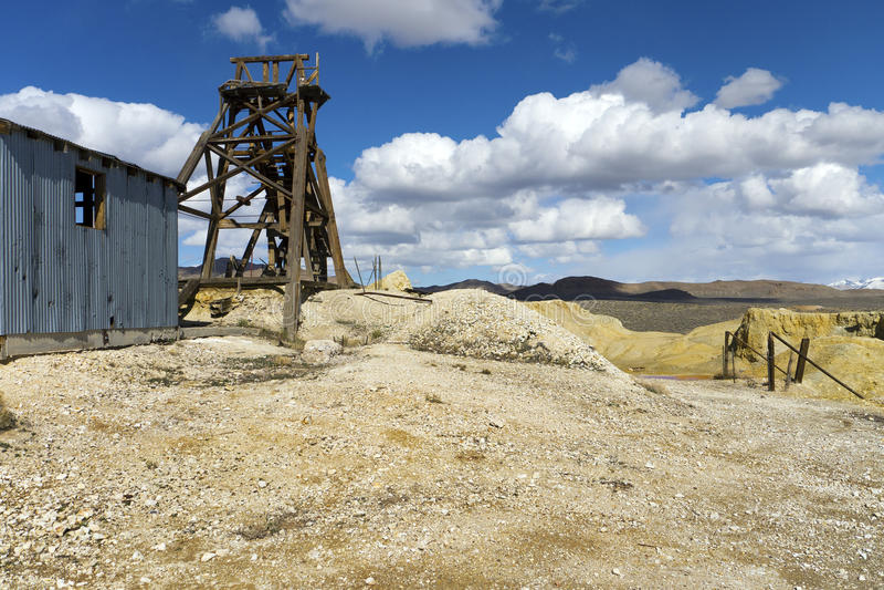 Verlaten mijn in de Woestijn van Nevada stock foto's