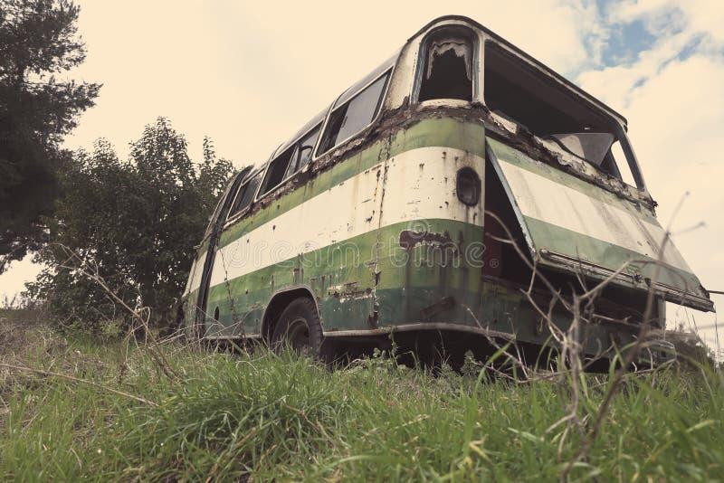 Verlaten oude bus royalty-vrije stock fotografie