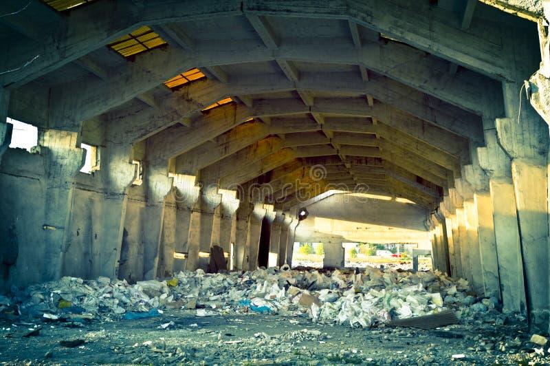 Verlaten oude fabriek stock afbeeldingen