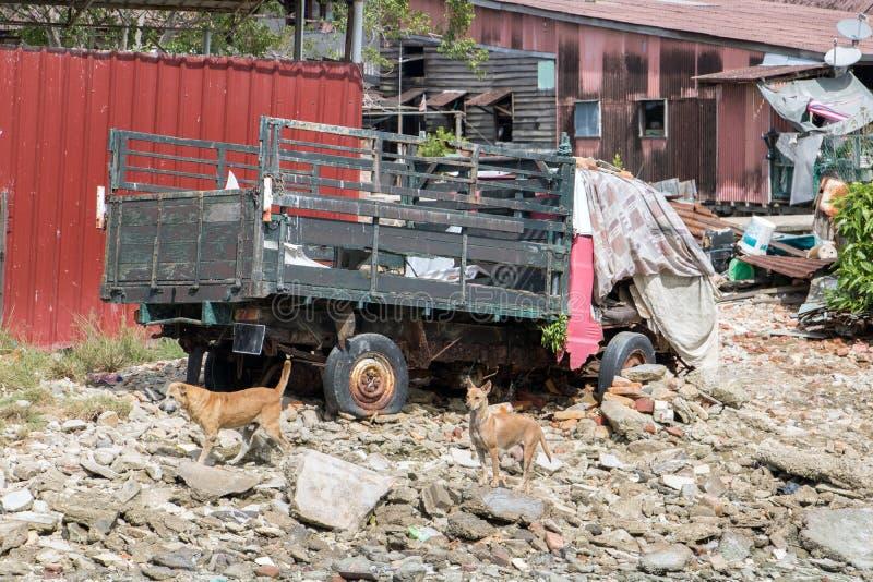 Verlaten oude gebroken vrachtwagen royalty-vrije stock afbeeldingen