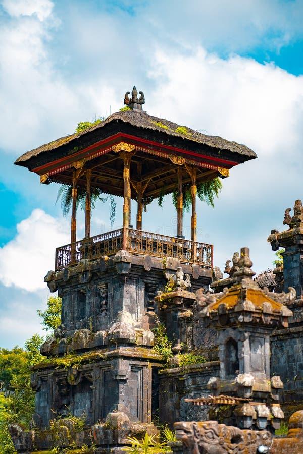 Verlaten oude steentempel Het Eiland van Bali, Indonesi? stock foto's