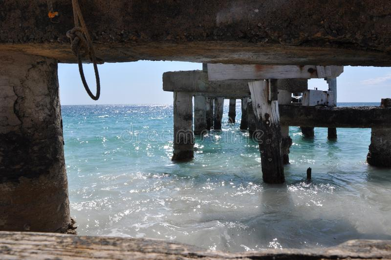 Verlaten Pier: Ontworpen, Westelijk Australië stock afbeeldingen