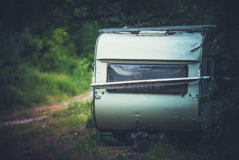 Verlaten Reisaanhangwagen royalty-vrije stock foto