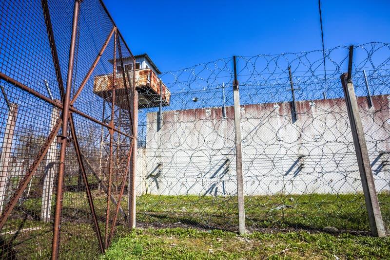 Verlaten Sovjettijdgevangenis stock afbeeldingen
