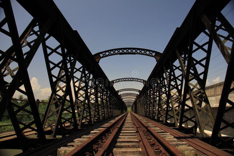 Verlaten spoorwegbrug stock fotografie