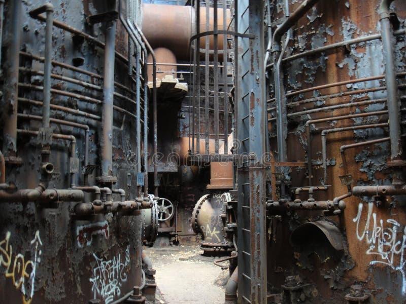 Verlaten staalfabriek stock foto's