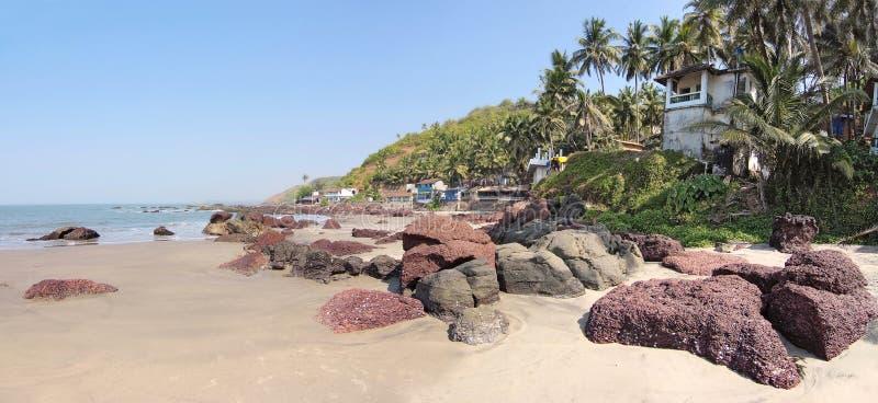 Verlaten strand met hutten stock afbeeldingen