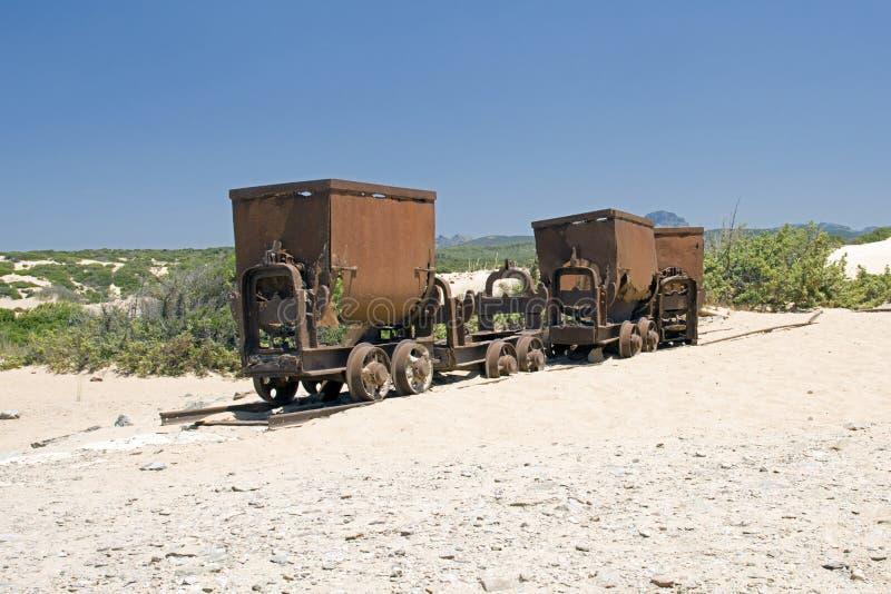Verlaten treinwagens van mijnbouw stock foto's