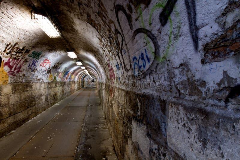 Verlaten tunnel stock foto's