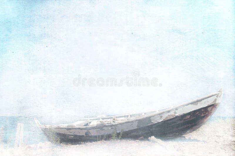 Verlaten vissersboot stock foto's