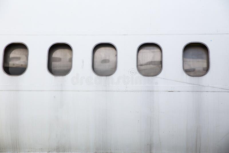 Verlaten vliegtuigvenster stock afbeelding