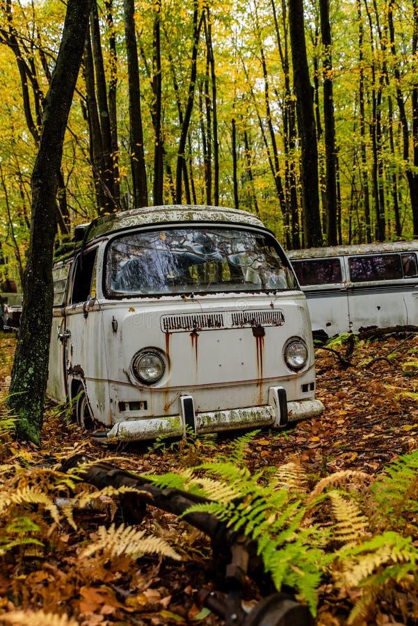 Verlaten Volkswagen-Type - Bestelwagen 2 - Autokerkhof - Pennsylvania stock fotografie
