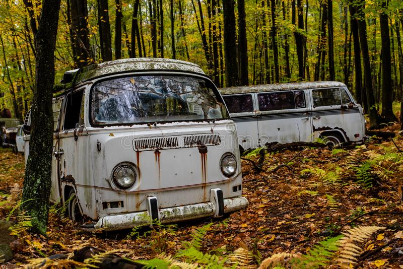 Verlaten Volkswagen-Type - Bestelwagen 2 - Autokerkhof - Pennsylvania stock afbeelding