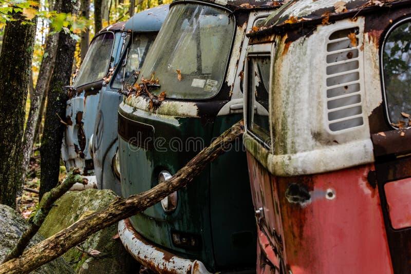 Verlaten Volkswagen-Type 3 Bestelwagen - Autokerkhof - Pennsylvania royalty-vrije stock foto
