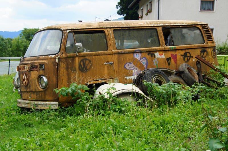 Verlaten Volkswagen-Vervoerderskampeerauto royalty-vrije stock foto