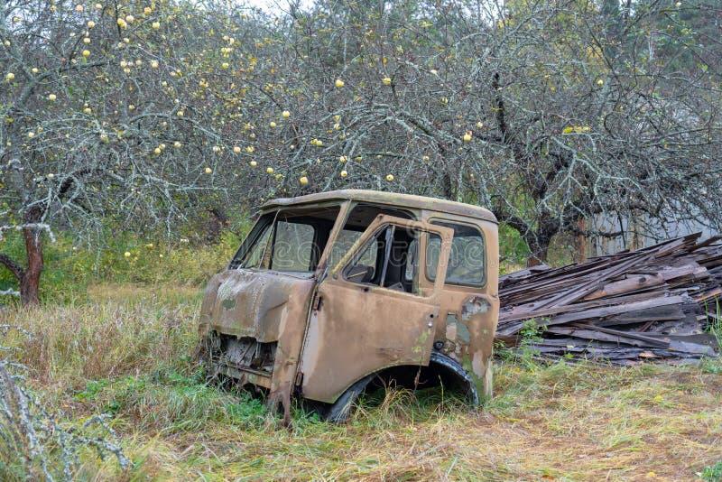 Verlaten vrachtwagen in Tchernobyl stock foto