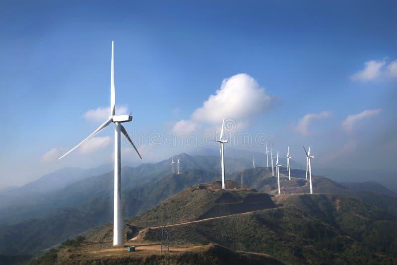 Verlaten windlandbouwbedrijven stock afbeelding