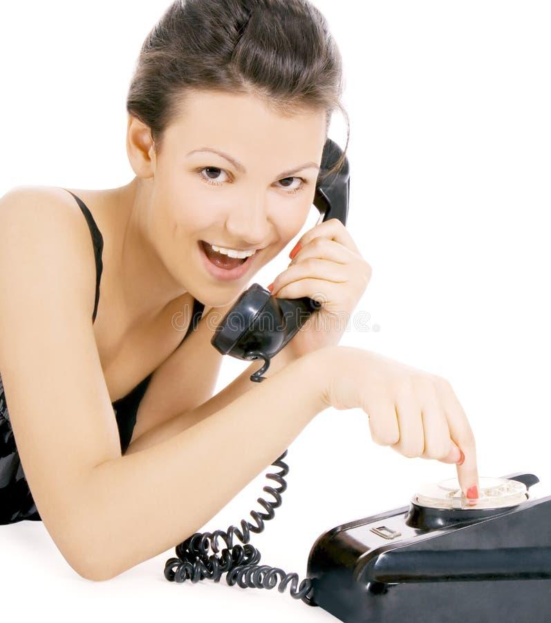 Verleidelijk meisje dat bij de telefoon roept stock foto