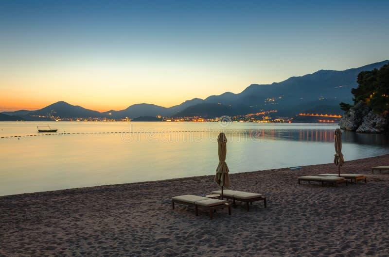 Verlichte Budva in Montenegro royalty-vrije stock foto's