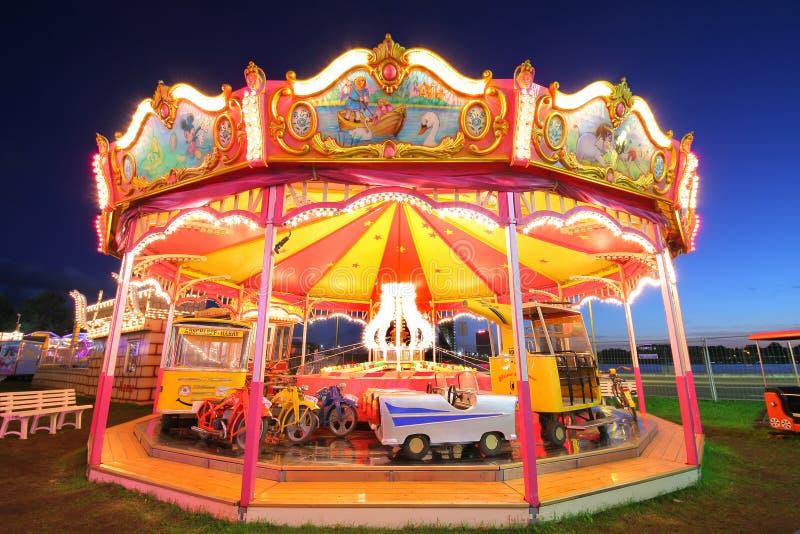 Verlichte carrousel stock foto's