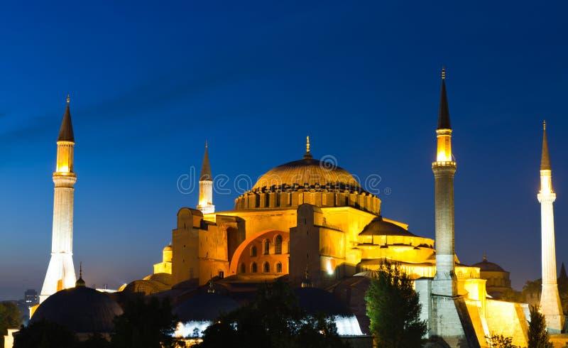 Verlichte Hagia Sophia tijdens het blauwe uur stock foto