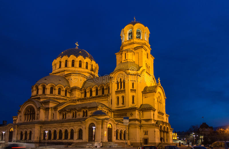 Verlichte St Alexander Nevski Cathedral in Sofia, Bulgarije stock afbeeldingen