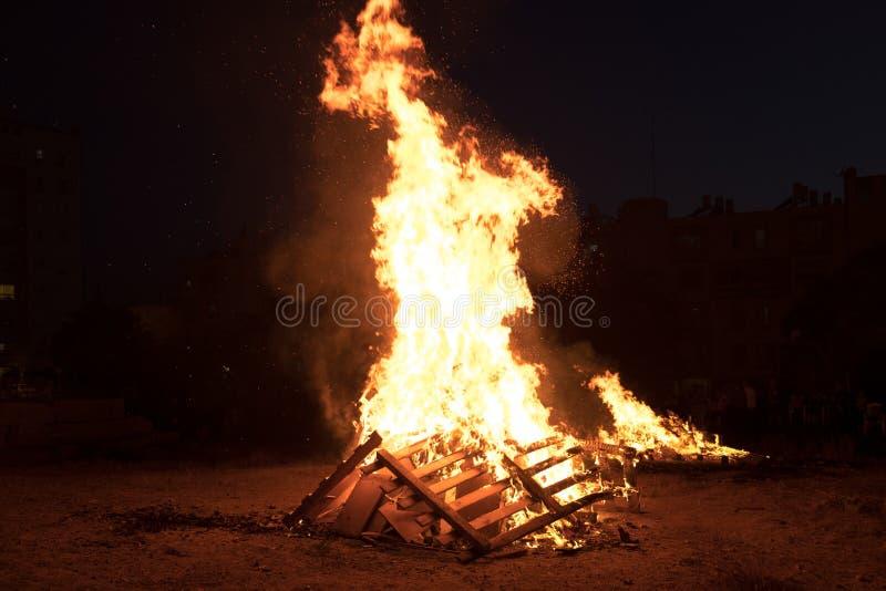 Verlichting van vuren bij Joodse vakantie van Vertraging Baomer royalty-vrije stock foto's