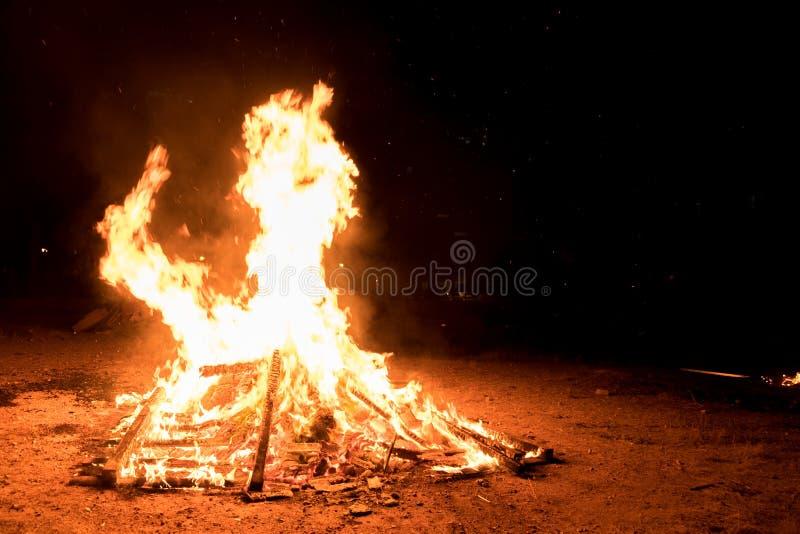 Verlichting van vuren bij Joodse vakantie van Vertraging Baomer royalty-vrije stock afbeeldingen