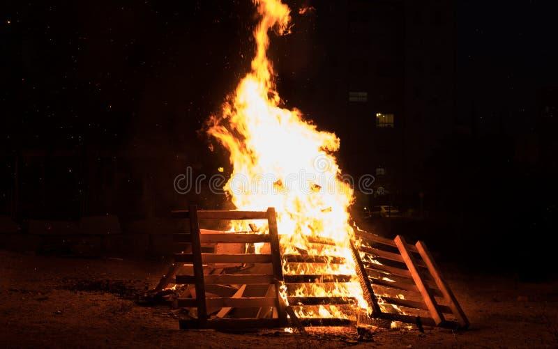 Verlichting van vuren bij Joodse vakantie van Vertraging Baomer stock foto