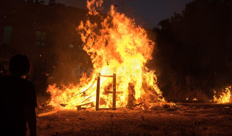 Verlichting van vuren bij Joodse vakantie van Vertraging Baomer stock foto's