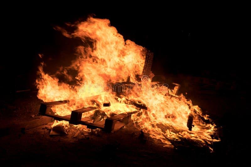 Verlichting van vuren bij Joodse vakantie van Vertraging Baomer stock fotografie