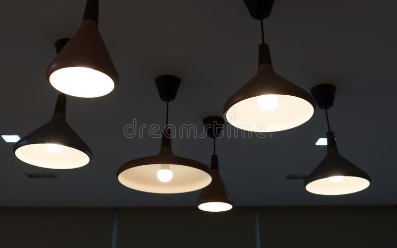 Verlichtingsdecoratie op plafond stock fotografie