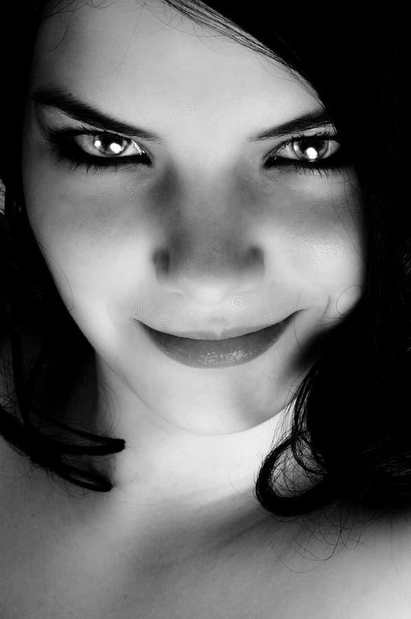 Verlockender Blick einer schönen Frau lizenzfreie stockbilder