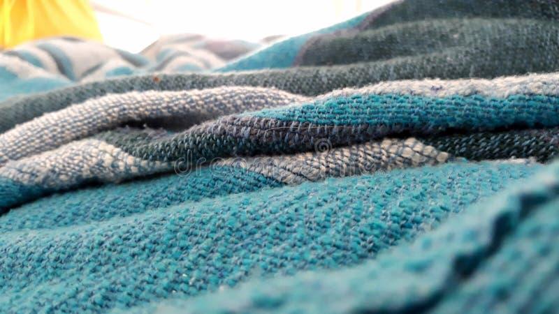 Verloren in deken stock foto