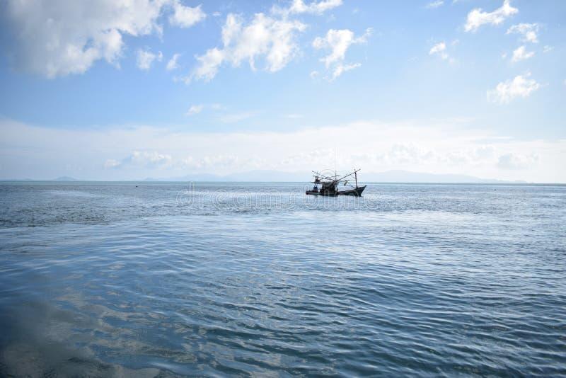 Verloren in Meer, Koh Tao lizenzfreie stockbilder