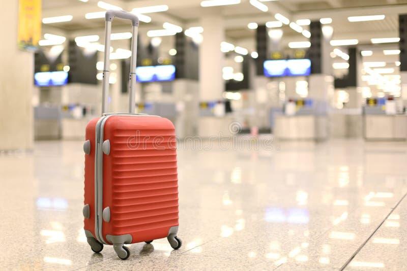 Verlorener Koffer in einem Flughafen lizenzfreie stockfotografie