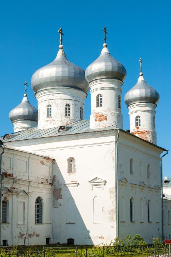 Verlosserkathedraal op het grondgebied van Russisch orthodox Yuriev-Klooster Veliky Novgorod, Rusland royalty-vrije stock fotografie