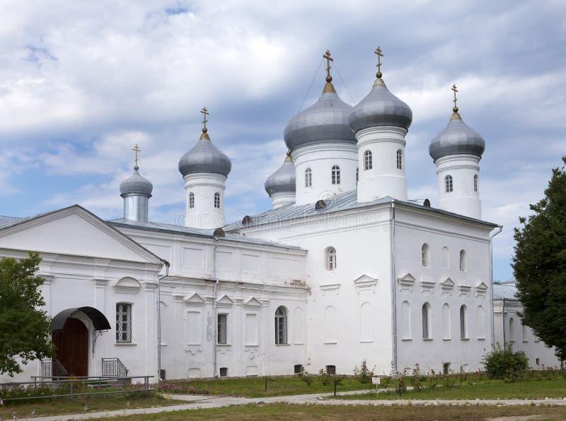 Verlosserkathedraal, Russisch orthodox Yuriev-Klooster in Grote Novgorod (Veliky Novgorod ) Rusland royalty-vrije stock foto