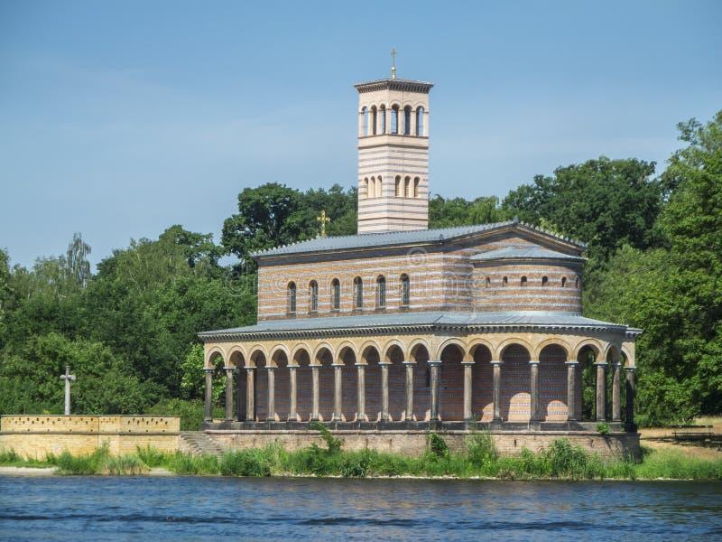 Verlosserkerk op het Havel-rivier halve zijaanzicht stock foto's