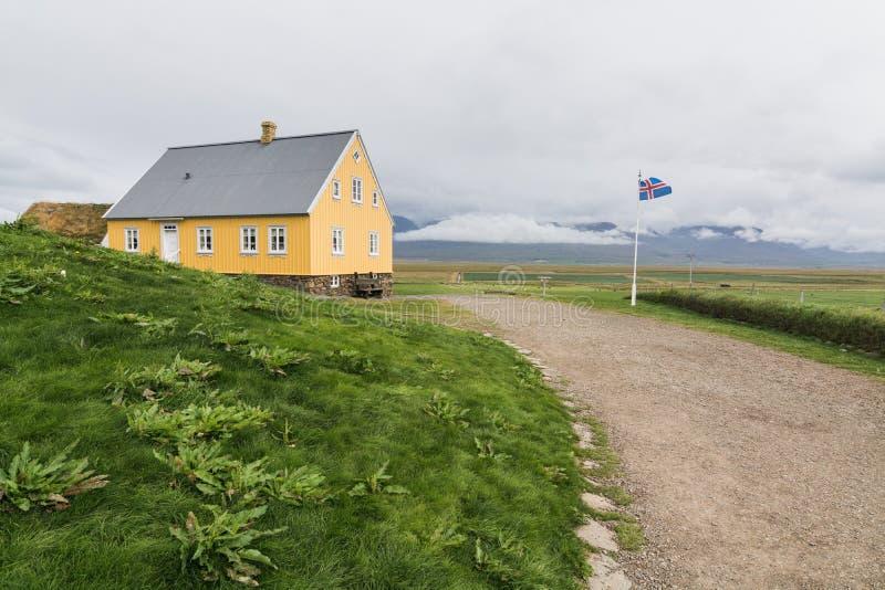 VERMAHLID ICELAND, SIERPIEŃ, - 2018: tradycyjni Islandzcy domy w Glaumbaer dziedzictwa ludowym muzeum obrazy royalty free