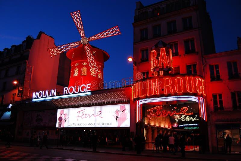 Vermelho de Moulin em Paris foto de stock royalty free
