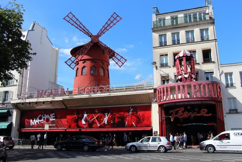 Vermelho de Moulin em Paris, France fotos de stock royalty free