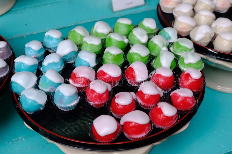 - Vermelho - deserto verde azul da maçã ou sobremesa tailandesa fotografia de stock