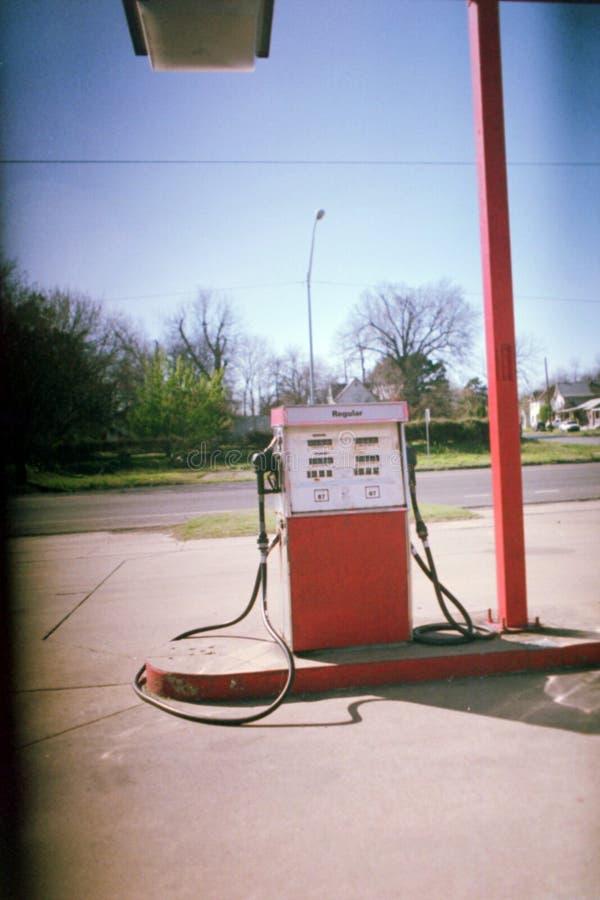 Vermelho do posto de gasolina fotos de stock