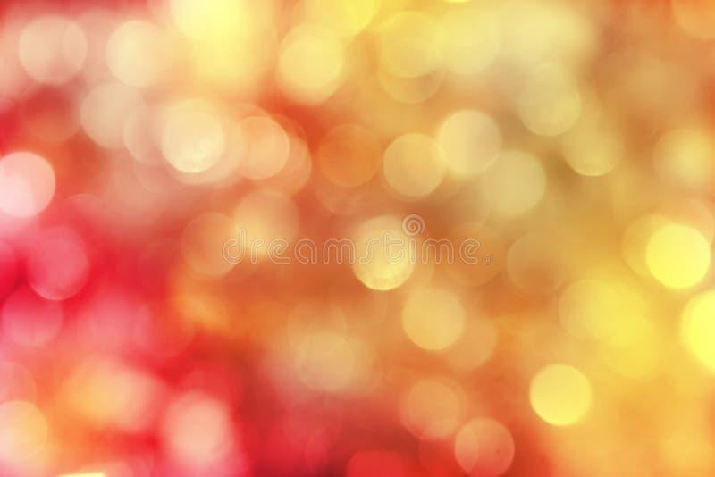 Vermelho e fundo sparkly do feriado do ouro
